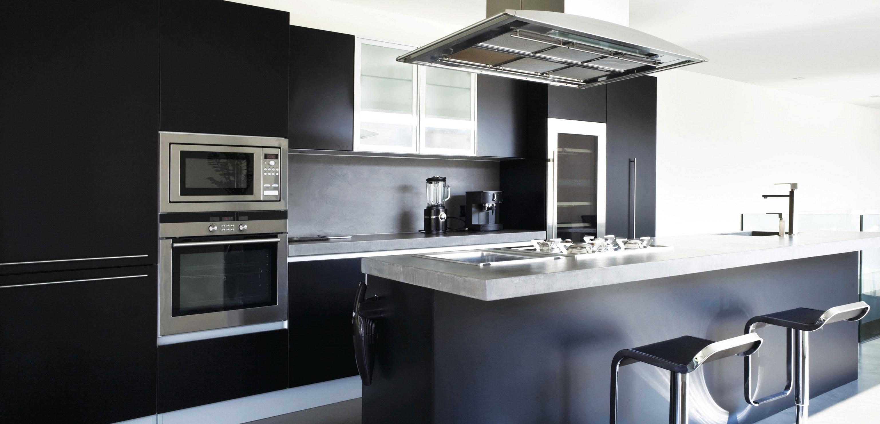 style contemporain d inspiration europ enne armoires en polym re c t chaleureux du bois mari. Black Bedroom Furniture Sets. Home Design Ideas